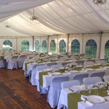 Dukat för bröllop i tält